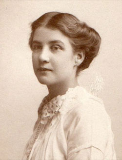 Agnes Harris as a young woman