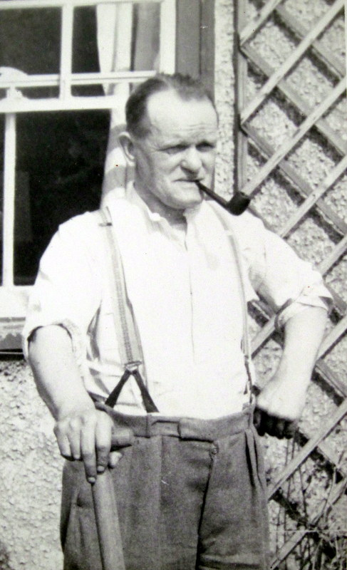 Tom ('Bert') Collett (Lot 56) who gardened with his brother Fred.