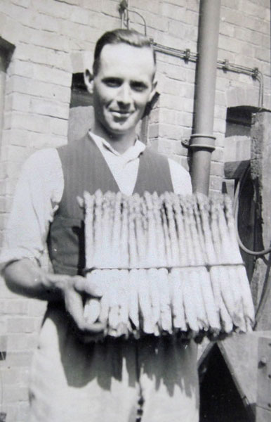 Fred Mason (Lot 74) with a hundred of asparagus.
