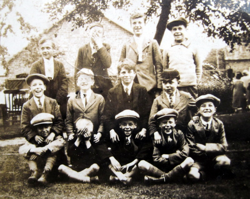 Wickhamford Sunday School outing, undated, but taken at Bishops Cleeve
