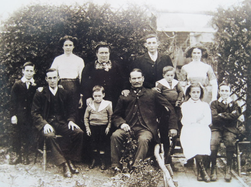 The Martin family in Northwick Road, Bengeworth in 1912.