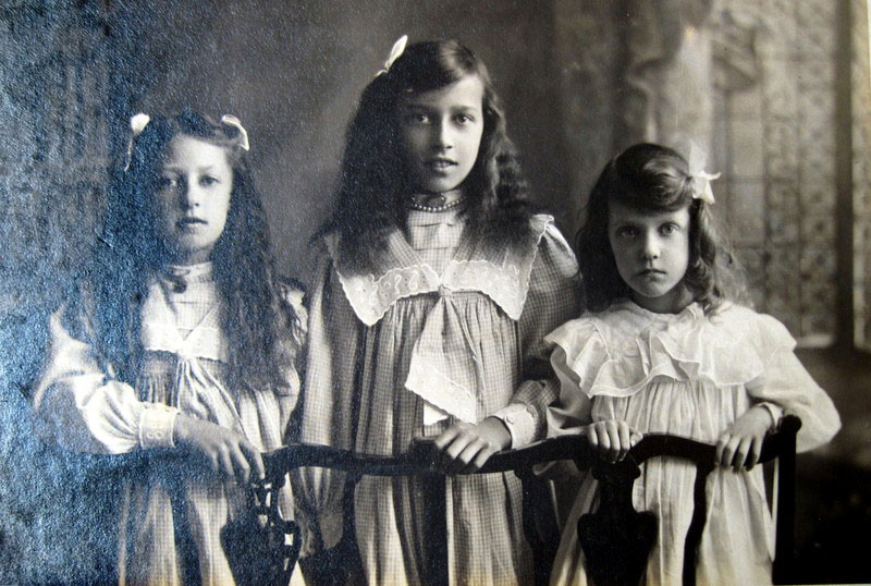 All three girls in about 1910, Priscilla Marjorie (left), Violet Lillian (centre) and Nancy Kathleen (right). Marjorie married Tom Collett; Violet married Cecil Ward; Nancy remained unmarried.