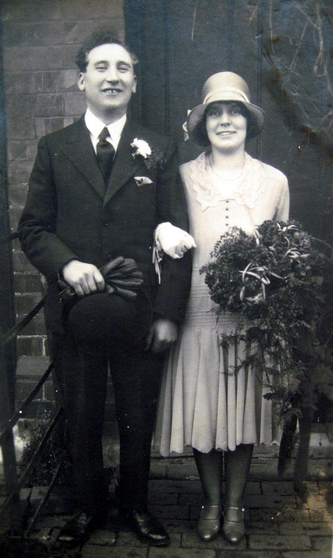 A Wedding Day photo of Margaret Kathleen Careless and Bertram Ockwell (20th January 1930).