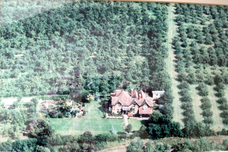 An aerial view of 'Carrig' taken before the house was largely demolished and replaced with a row of terraced houses now called Longdon Court.