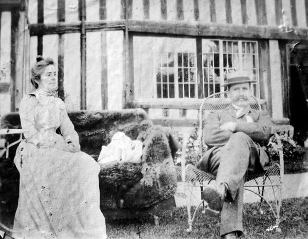 Alice and John Idiens, in about 1900, relaxing in the garden of the Manor.