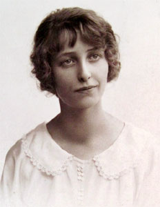 Doris May Hardiman in about 1918.