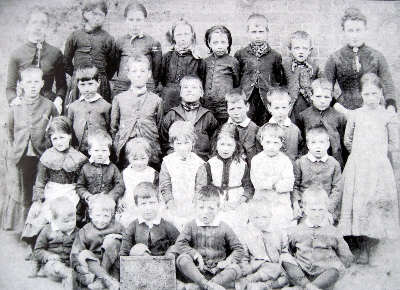 A class at Badsey School in about 1890.