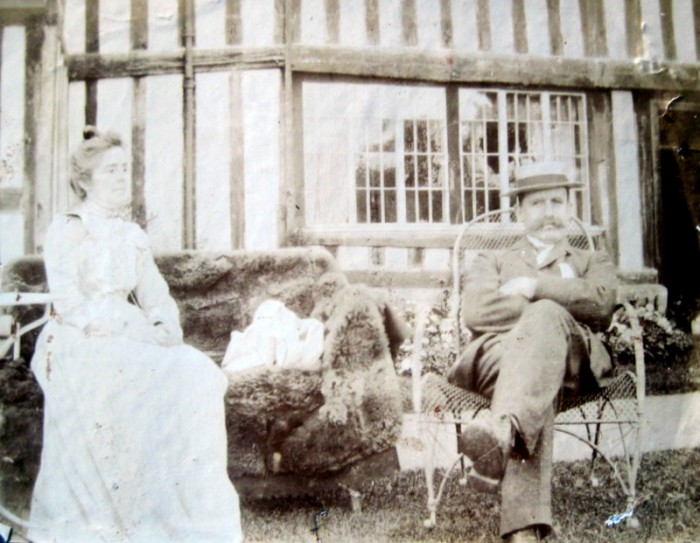 Alice and John Idiens in the garden of Wickhamford Manor