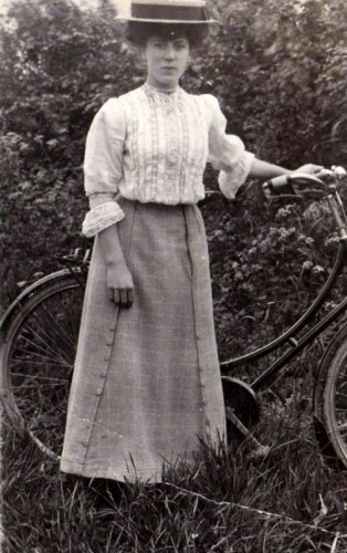 Florence Jane Harris, aged 17, before her marriage to Norris Haines in 1910.