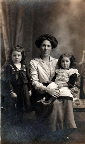 Florence Jane Harris with her two eldest children, Hilda Doris and Margaret ('Peggy').