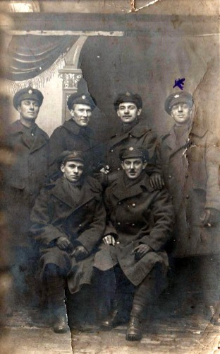Norris Haines ( X ) with some of his fellow soldiers in the Great War.