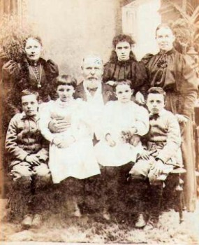 The Pethard family of the Sandys Arms in the mid 1890s.