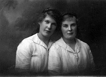 Alice Maud Smith, daughter of Albert and Hannah Maria (right) and one of her sisters, May.
