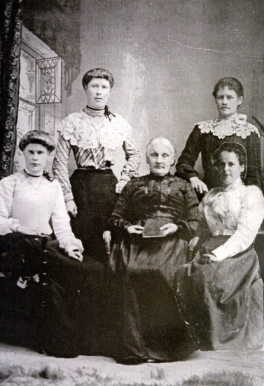 A composite picture of Hannah Maria Pope senior with four of her daughters – Fanny Stallard, Sarah Hill, Polly Pope and Hannah Maria Smith.