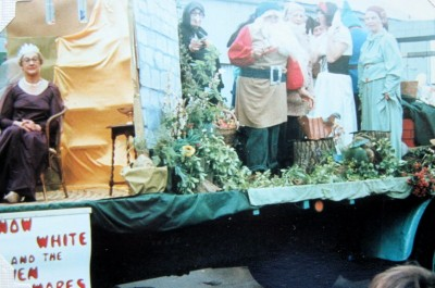 The Wickhamford W. I. float at Evesham Carnival on 11th June 1977