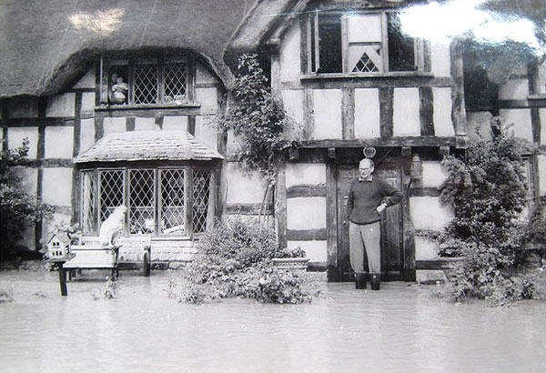 Richard Lees-Milne behind the flooded Hody's Place - 11th July 1968.