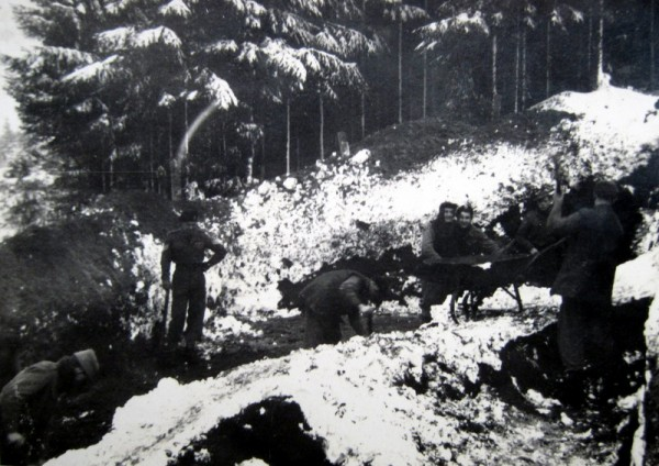 Soldiers working in the snow
