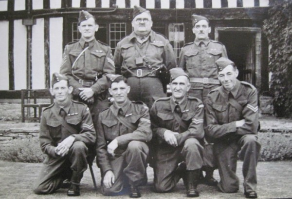 Syd Carter and men of the Home Guard Training Battalion at Wickhamford Manor.