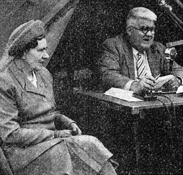 Major Syd Carter giving a commentary event at a Y. F. C. at Madresfield in May 1949, accompanied by his wife, Doris.