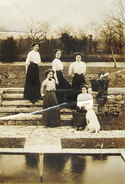 Domestic servants at Wickhamford Manor just before the Great War