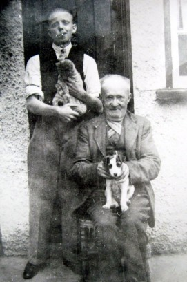 An elderly John George Field with his son William ('Bill' damaged his knee as a 14-year-old and was left with a stiff leg, so could not serve in the War)