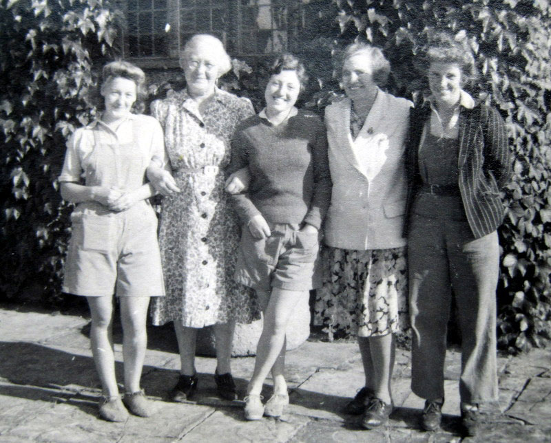 Land girls outside Wickhamford Manor
