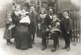 Frederick Cockerton & Ellen Elizabeth Stewart with six of their children in 1906