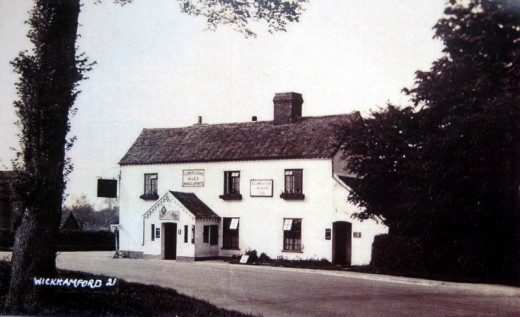 Sandys Arms in a postcard from the 1930s